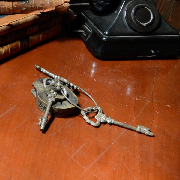 Bunch of Assorted Keys-11519