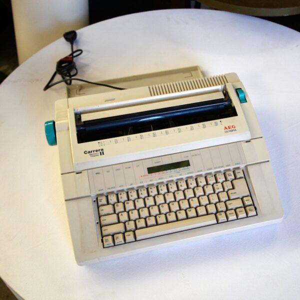 Carrera Memory Display II Electric Typewriter