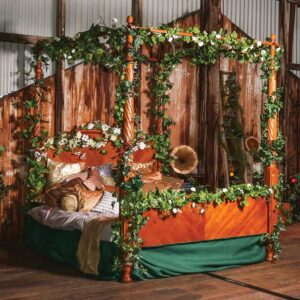 Bed - Four Poster Vintage Look-0